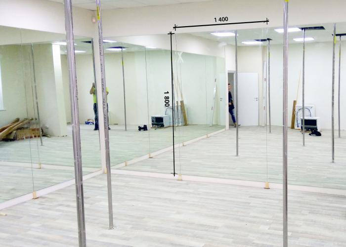 Зеркало в танцевальный зал 1800 1400 мм.