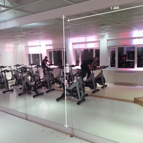 Зеркала в фитнес 2000 1400 мм.